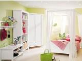 Комната для девочки, оборудование мебелью